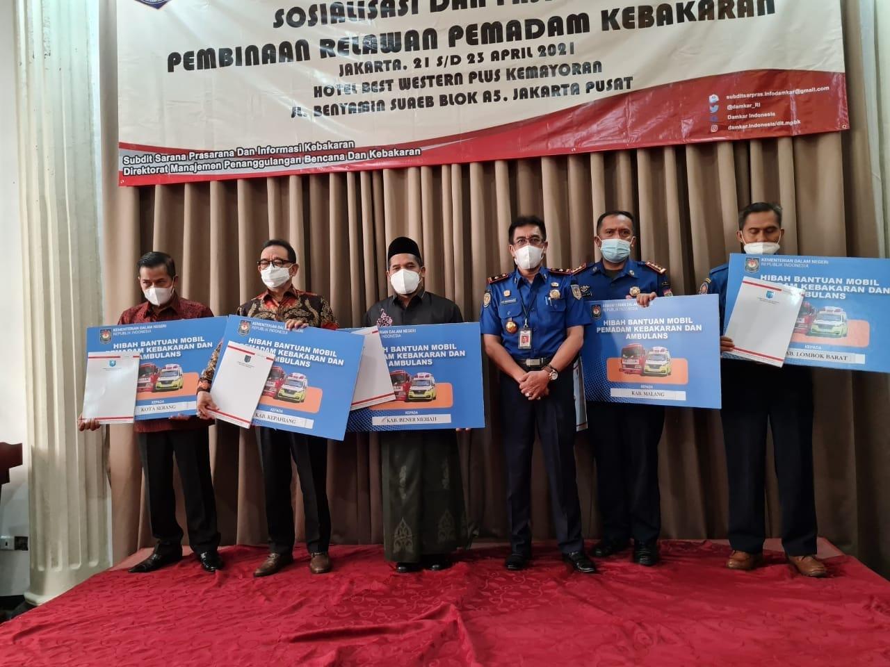 Bantuan Kendaraan Damkar dan Ambulan dari Negeri Ginseng diterima Pemkot Serang.