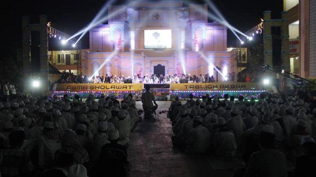 Menghadiri Acara Puncak Milad Pondok Pesantren Al-Mubarok ke 22th