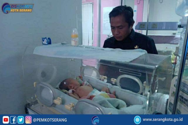 Subadri Ushuludin membesuk bayi yang sempat viral di Media Sosial