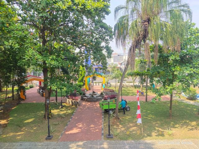 DLH Kota Serang Selalu Rutin Membersihkan Taman Deluluran Kota Serang