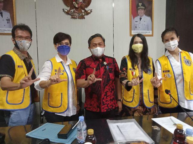Penyerahan Kacamata Gratis Dalam Rangka Program Perlindungan Mata Anak