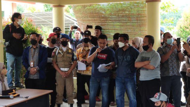 Wali Kota Serang dengarkan langsung tuntutan warga Cilowong.